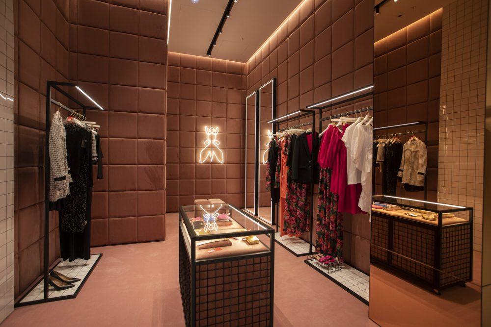 587A9500 scaled e1618399206650 Ako se pitate gde se spajaju bezvremenski stil i italijanski kvalitet  – ovaj modni brend je idealan izbor za vas