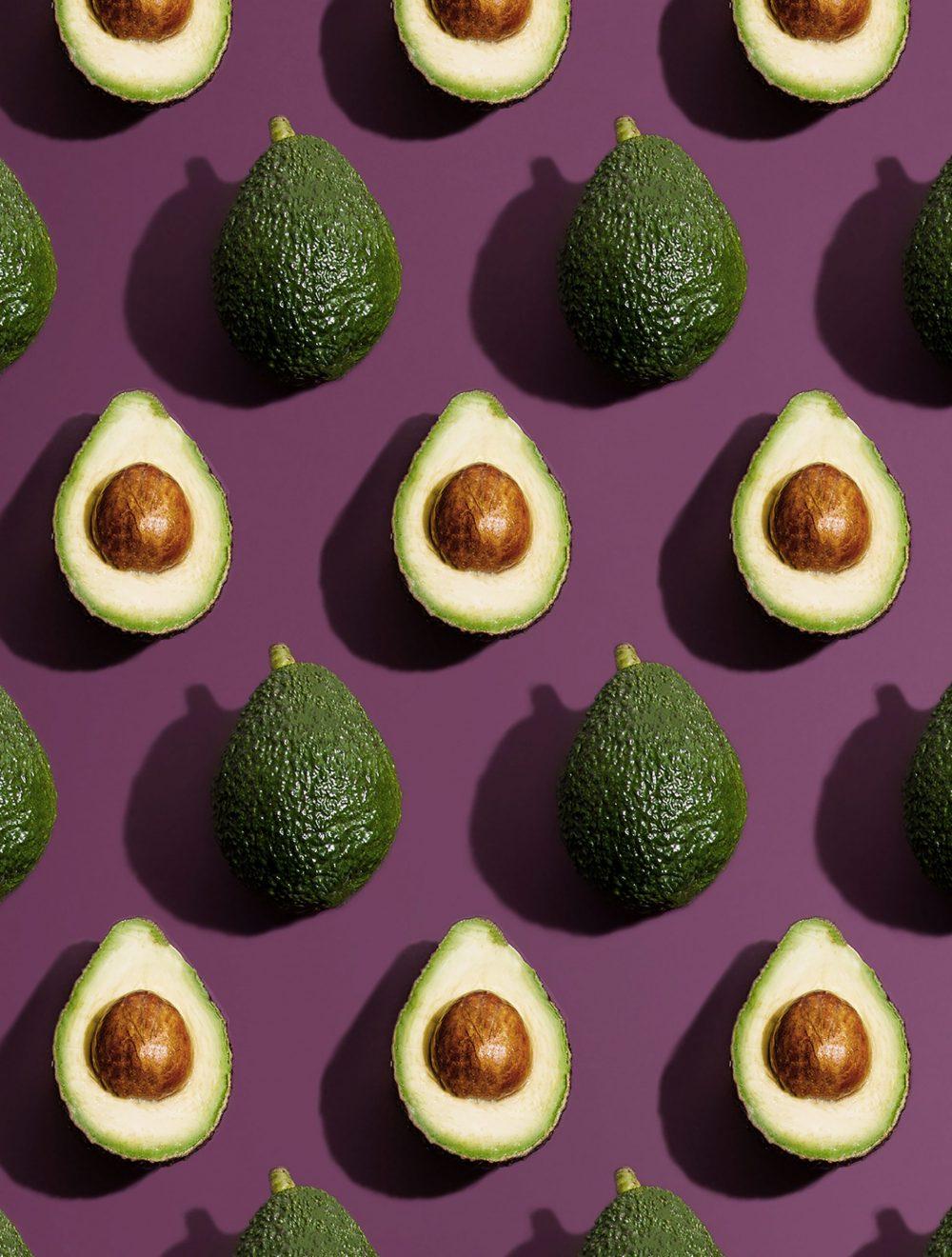 estudio bloom NYqCYYqymlM unsplash scaled e1618495832639 Četiri načina da uključite avokado u negu tela, lica i kose