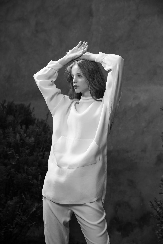 340A0960 scaled e1628085041221 Svet bajkovitog minimalizma, u novoj kolekciji Dragane Ognjenović premijerno na SHOP by WANNABE