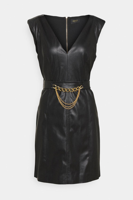 Liu Jo Mini haljina od eko koze 1 Ovo je 12 ključnih jesenjih odevnih komada koje bi trebalo da imate u svom garderoberu