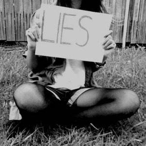 Striptiz za pismene: Ne veruj ženi koja laže
