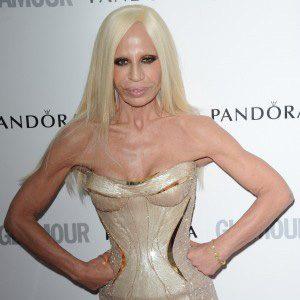 Modni zalogaj: Donatella Versace predložila crnu kožu za Queeen Elizabeth II