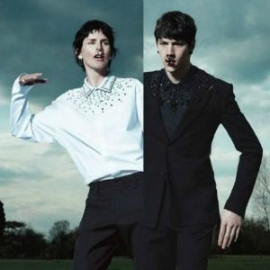 Modni zalogaj: Givenchy modeli i minđuše u nosu