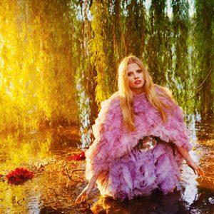"""""""Vogue UK"""": Mračno cvetanje"""
