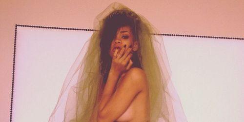 Trach Up: Rihanna – gola naravno