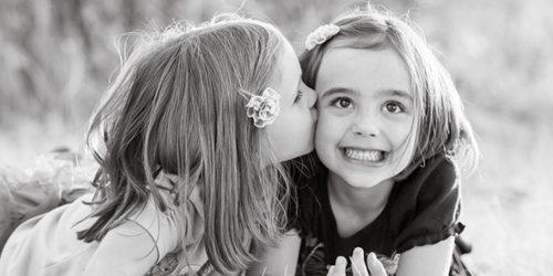 Sećanje na jedno odrastanje: Sestre