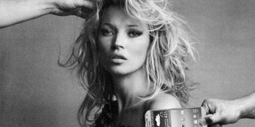 Modni zalogaj: Kate Moss dizajnirala futrole za pametne telefone
