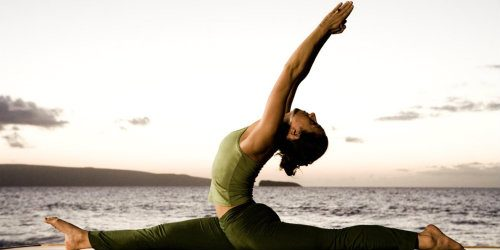 Zašto treba da izlazite sa devojkom koja trenira jogu?