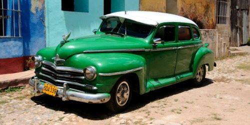 Američki oldtajmeri na ulicama Havane