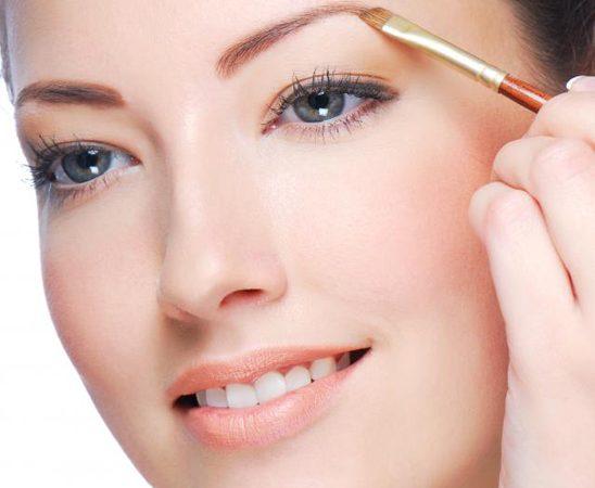 Pravila šminkanja: Oblikovanje obrva u par koraka
