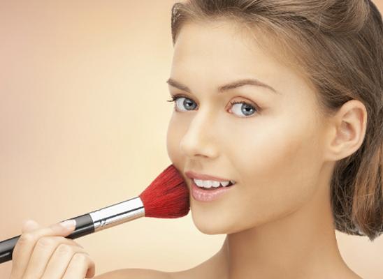 Jutarnji make-up: Kako da se našminkaš minimalistički