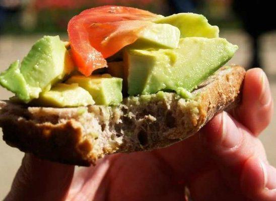 Zdravlje: 10 razloga zbog kojih je dobro jesti avokado