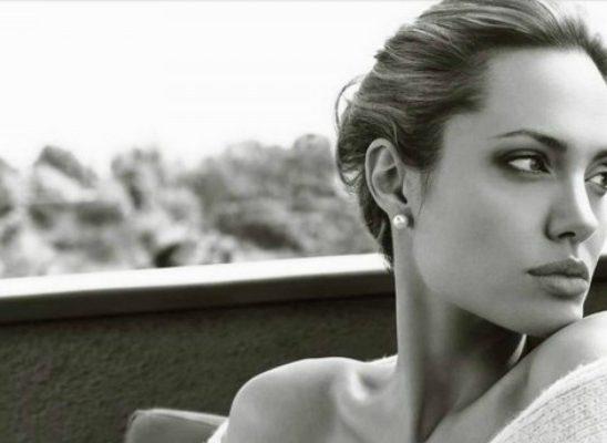 """Anđelina Džoli je """"nesalomiva"""" na novoj naslovnici"""