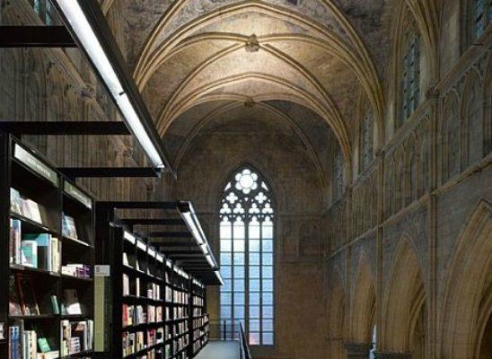 Neobični enterijer katedrale pretvorene u knjižaru
