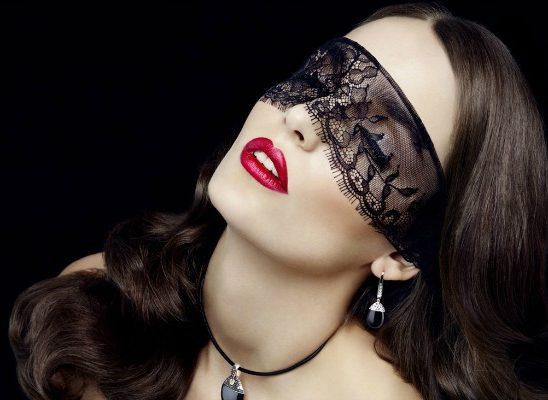 Žena menja maske, ali ćud nikako