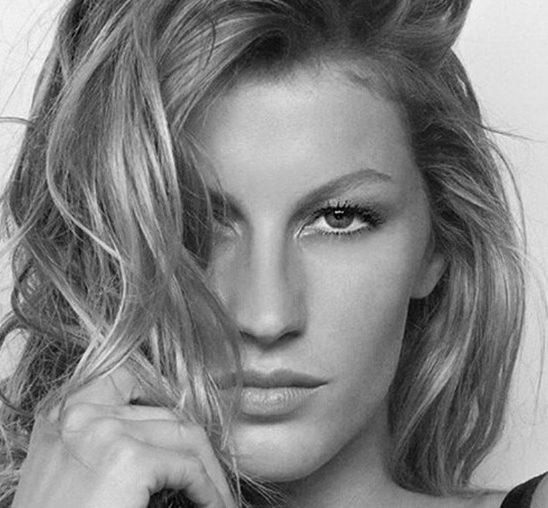 """Naga Žizel Bundšen na naslovnici magazina """"Vogue Brazil"""""""