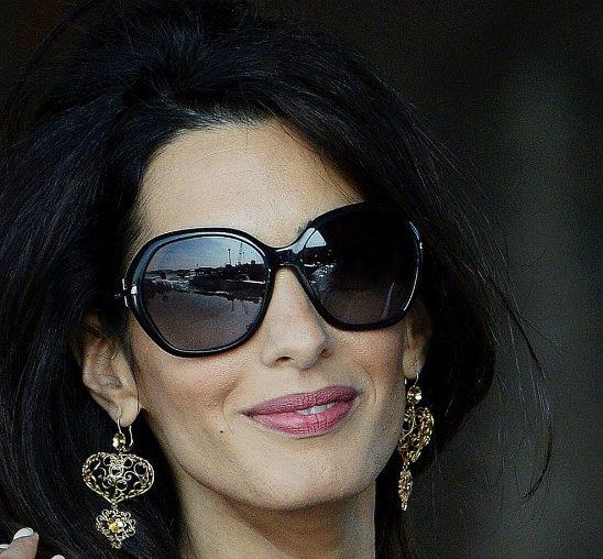 Vodič kroz poslovni stil: Obuci se kao Amal Kluni
