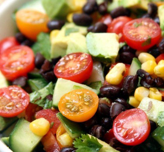 Recept: Osvežavajuća i hranljiva letnja salata