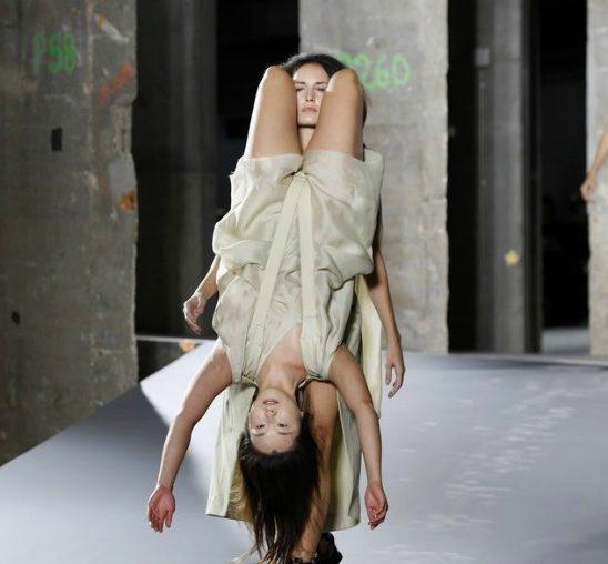 """Rick Owens i Balmain """"pokorili"""" Paris Fashion Week"""