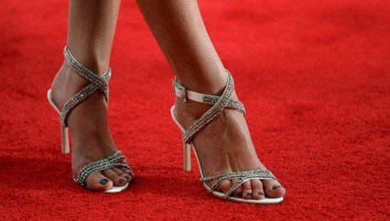 Trend sa crvenog tepiha: Zašto poznate devojke nose cipele koje su im velike?
