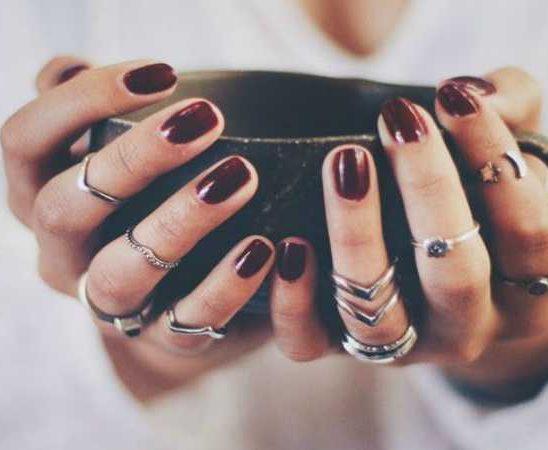 9 boja lakova za nokte koje ćeš želeti da nosiš ove jeseni