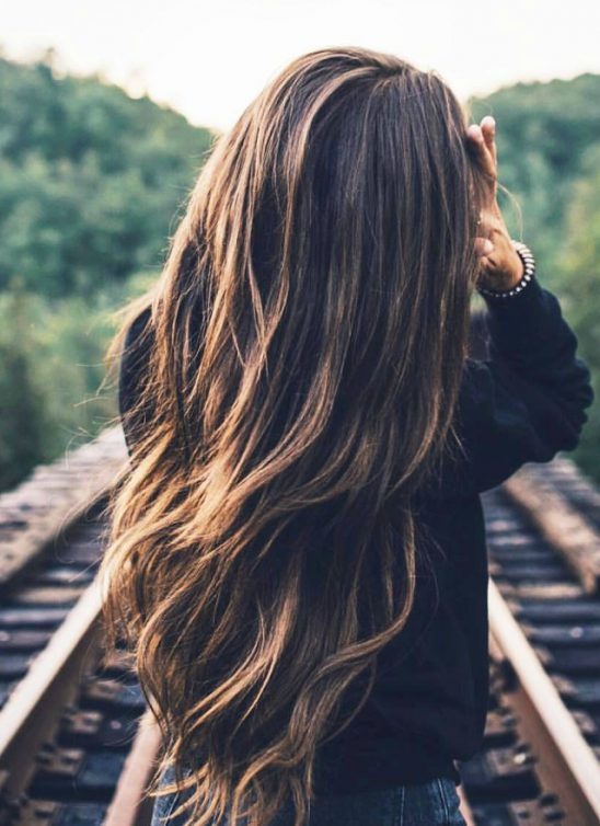 Voliš svoju dugu ravnu kosu, a ipak ti smeta? Evo kako da je nosiš!