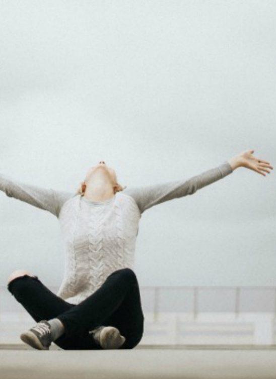 Kako da pomogneš sebi ako patiš od neugodnosti u društvu?