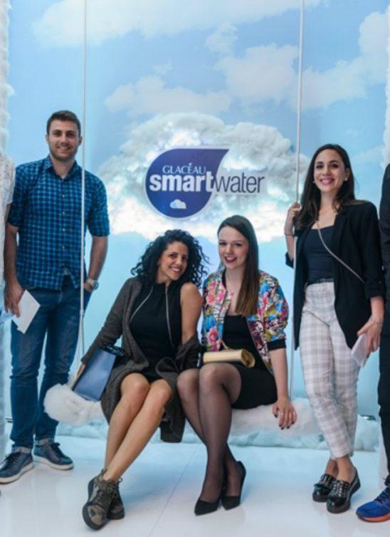 Kako to radi Dzenifer Aniston: Osvežite se vodom inspirisanom oblacima