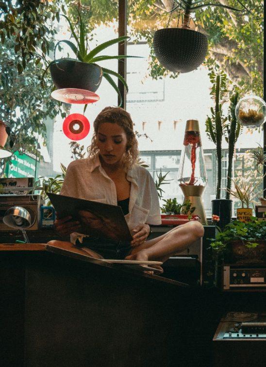 Iskustva milenijalki: Zašto vole da žive same