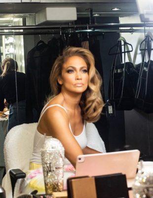 J.Lo nam predstavlja svoju prvu makeup liniju!