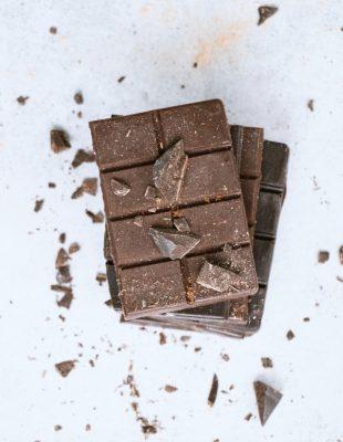Da li čokolada stvarno uzrokuje akne?