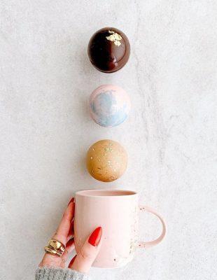 "Novi TikTok trend – ""čokoladne bombe"" za toplu čokoladu + kako da ih napraviš"