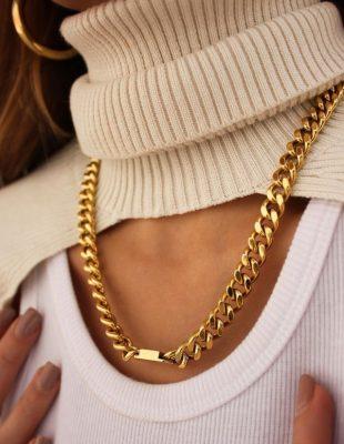 Ove sezone volimo zlatni nakit – a evo i kako da ga nosite!