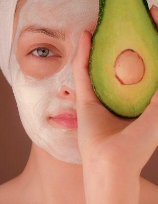 Predstavljamo vam jedinstvene benefite avokada u skincare rutini