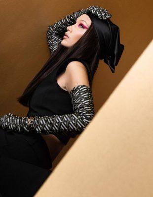 Kako je Versace kroz novu reviju vratio kul devojke iz dvehiljaditih