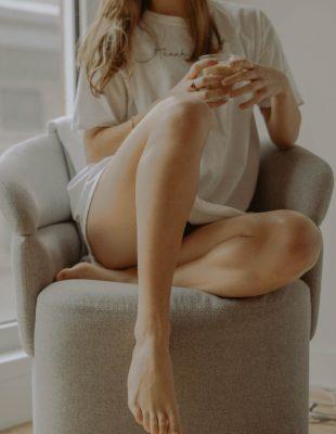 Zašto vam je koža na stopalima suva i kako da je učinite mekom i hidriranom