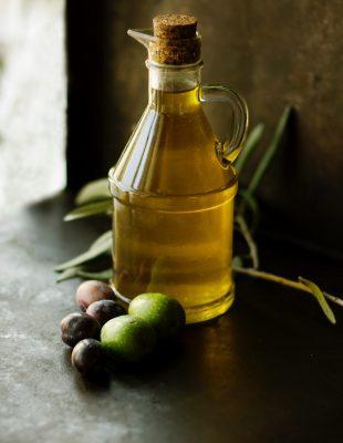 Zašto bi trebalo da, umesto u kuhinji, maslinovo ulje držimo u kupatilu