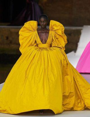 Brend Valentino oduševio je modni svet novom kolekcijom u nezaboravnim bojama