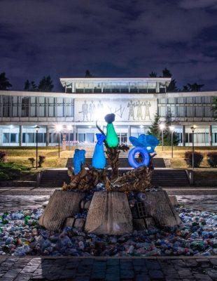 Umetničke instalacije u parku ispred Muzeja Jugoslavije