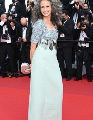 Glumica Andie Macdowell postala je senzacija zbog sede kose. Da li je vreme da filmski svet prihvati da i žene stare?