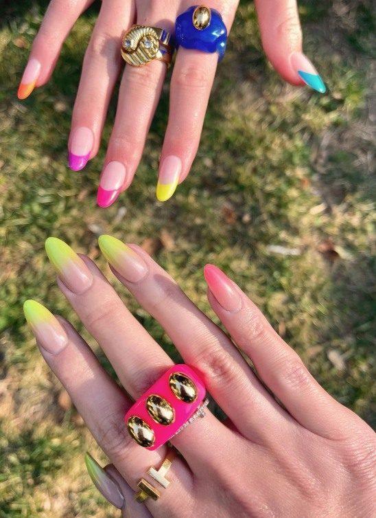 Šareno chunky prstenje se vratilo, a ovaj nostalgični trend vole modne blogerke i poznate ličnosti