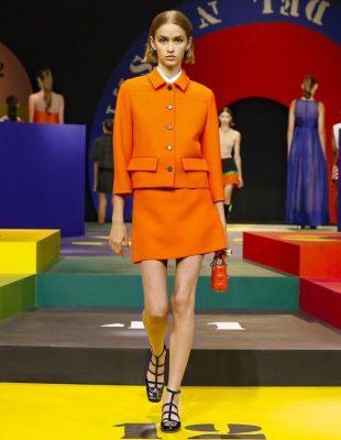 Nova revija brenda Christian Dior – retro siluete i jarke boje, a ovo su naši utisci