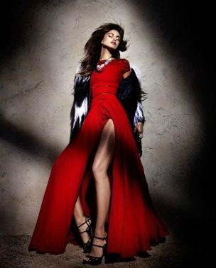 """Zavodljivost crvene boje: Irina Shayk za """"Elle Spain"""""""