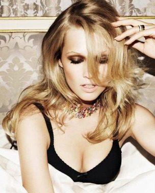 "Poput Parižanke: Toni Garrn za ""Vogue Russia"""